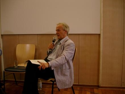 Friedensaktivist Reiner Braun informierte kürzlich in Dortmund über den Drohnenkrieg; Foto: Stille