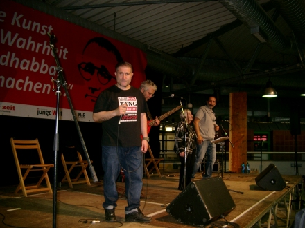Microphone Mafia mit Esther Bejarano.