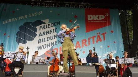 Klaus der Geiger mit dem KunstSalonOrchester.