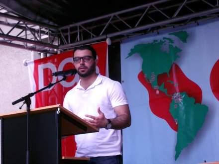 Der Syrer Mohamad Srour trägt ein eigenes Gedicht in deutscher Spracher vor.