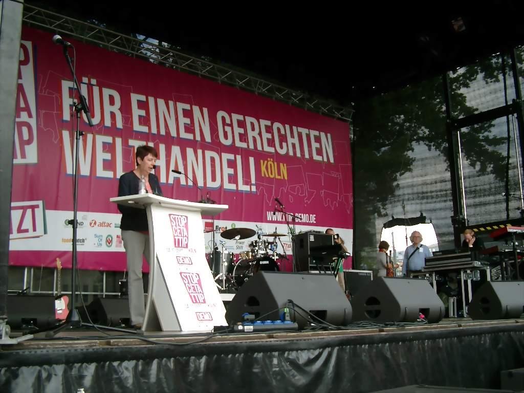 """Gabriele Schmidt von ver.di: """"Wir sind keine human recources – wir sind Arbeitnehmerinnen und Arbeitnehmer!"""" Fotos: C.-D. Stille"""