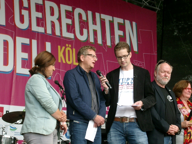 Fragen an Diemar Köster; zweiter von Links.