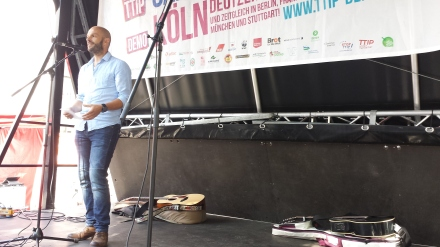 Marco Bülow sprach für Demokratie + in Dortmund. Fotos: Stille
