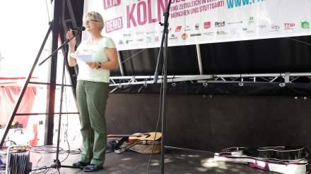 Jutta Reiter (DGB) möchte eine Unterminierung der Demokratie nicht hinnehmen.