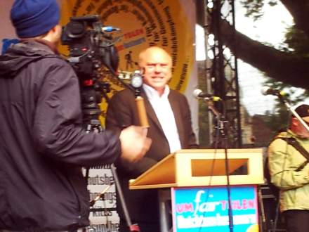 Ulrich Schneider, Hauptgeschäftsführer des Paritätischen Wohlfahrtsverbandes bei einer Umfairteilen-Veranstaltung 2013 in Bochum; Foto: Stille.
