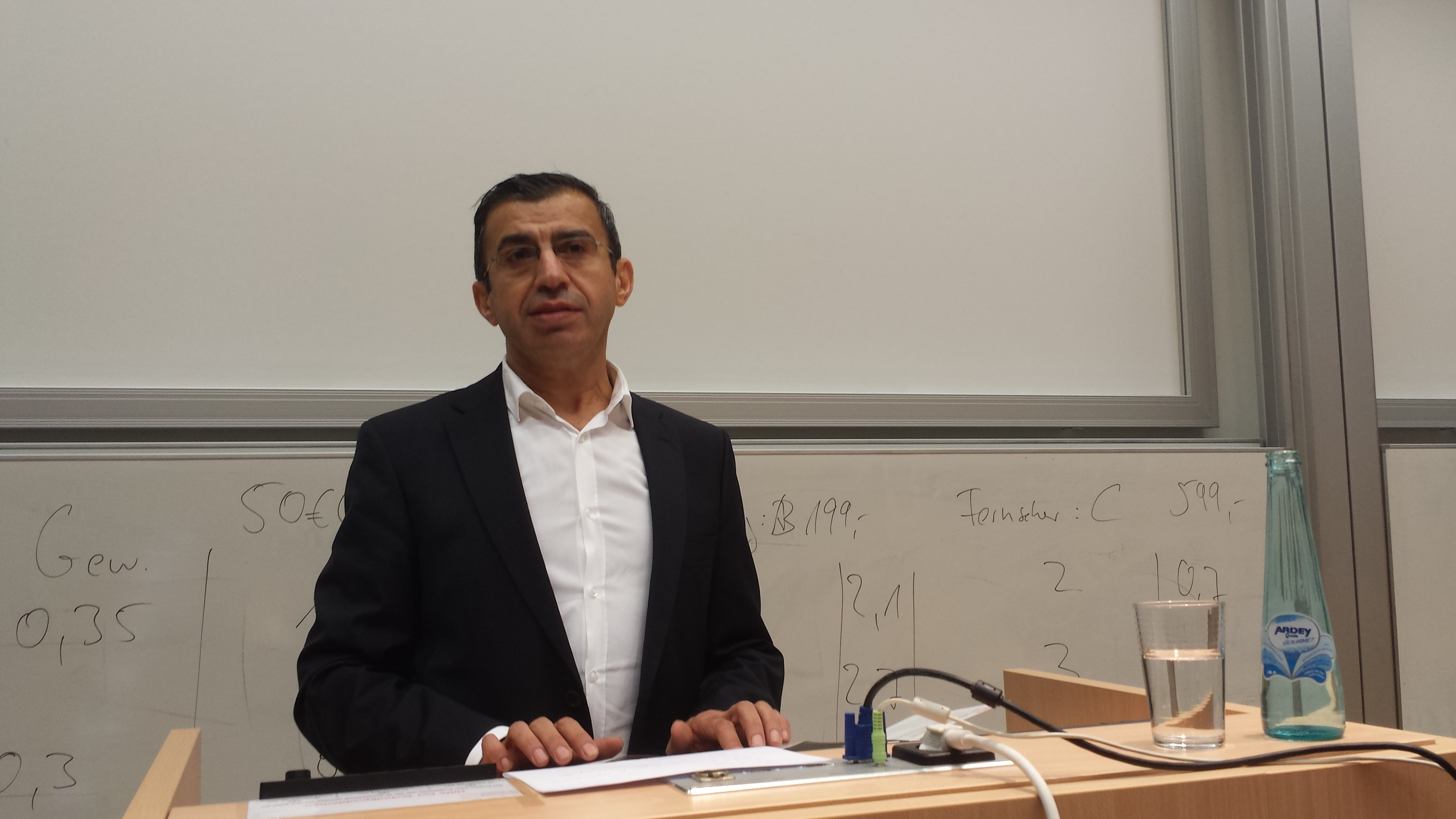 Dekan Prof. Dr. Ahmet Toprak.