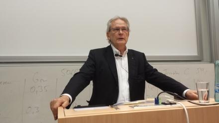 Referierte engagiert und wortgewand: Prof. Dr. Klaus J. Bade. Foto: Stille