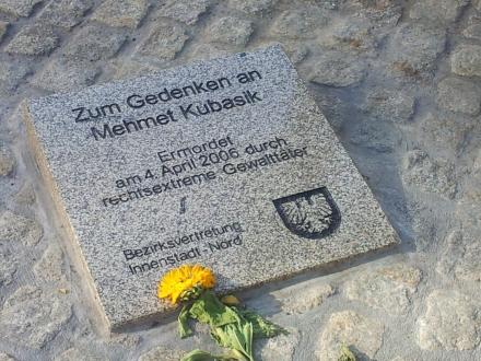 Gedenkstein für den auf der Mallinckrodtstraße in Dortmund ermordeten Mehmet Kubasik. Fotos: C.-D. Stille