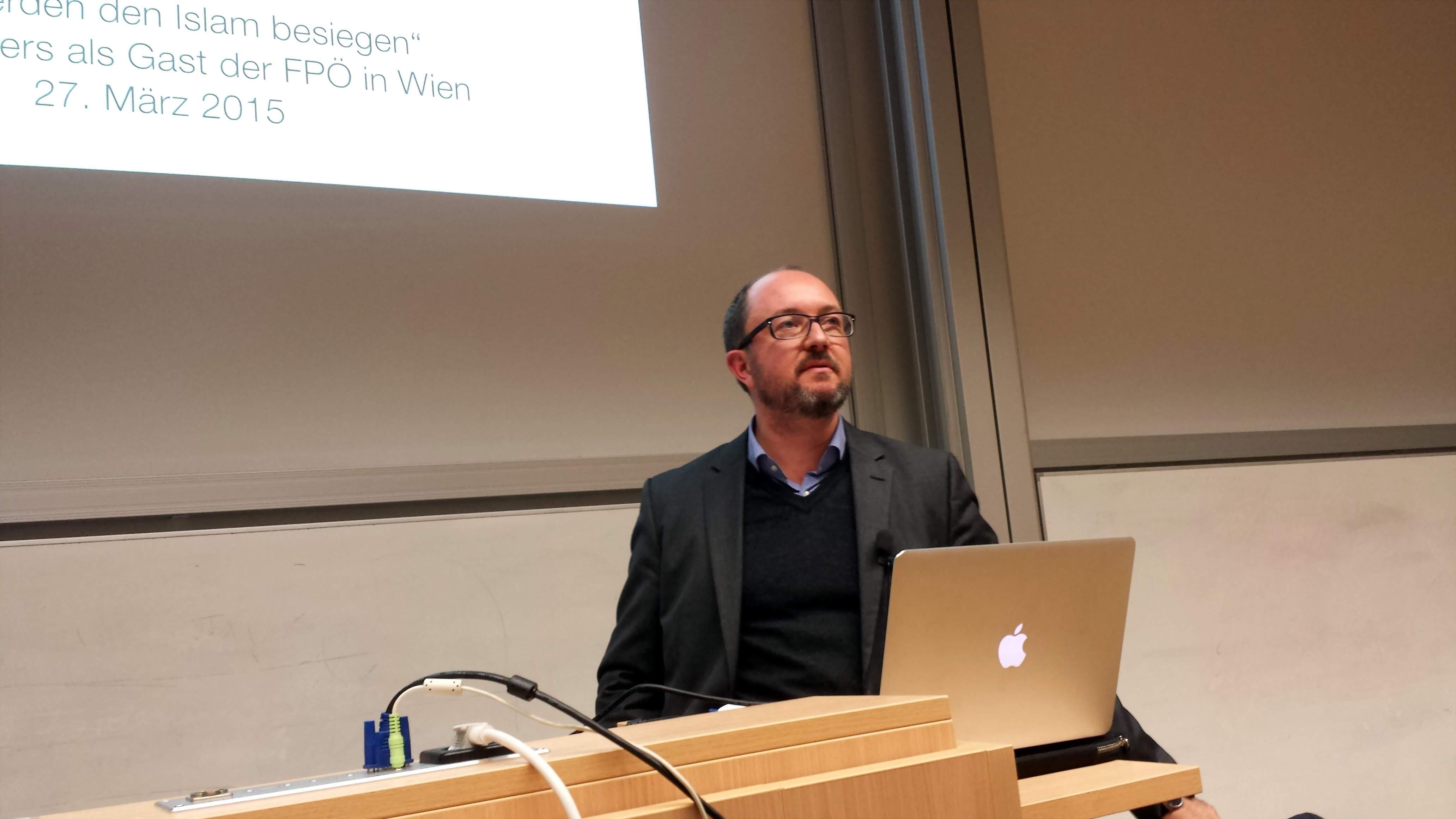 Daniel Bax während seines Referates an der Fachhochschule Dortmund. Fotos: C.-D. Stille