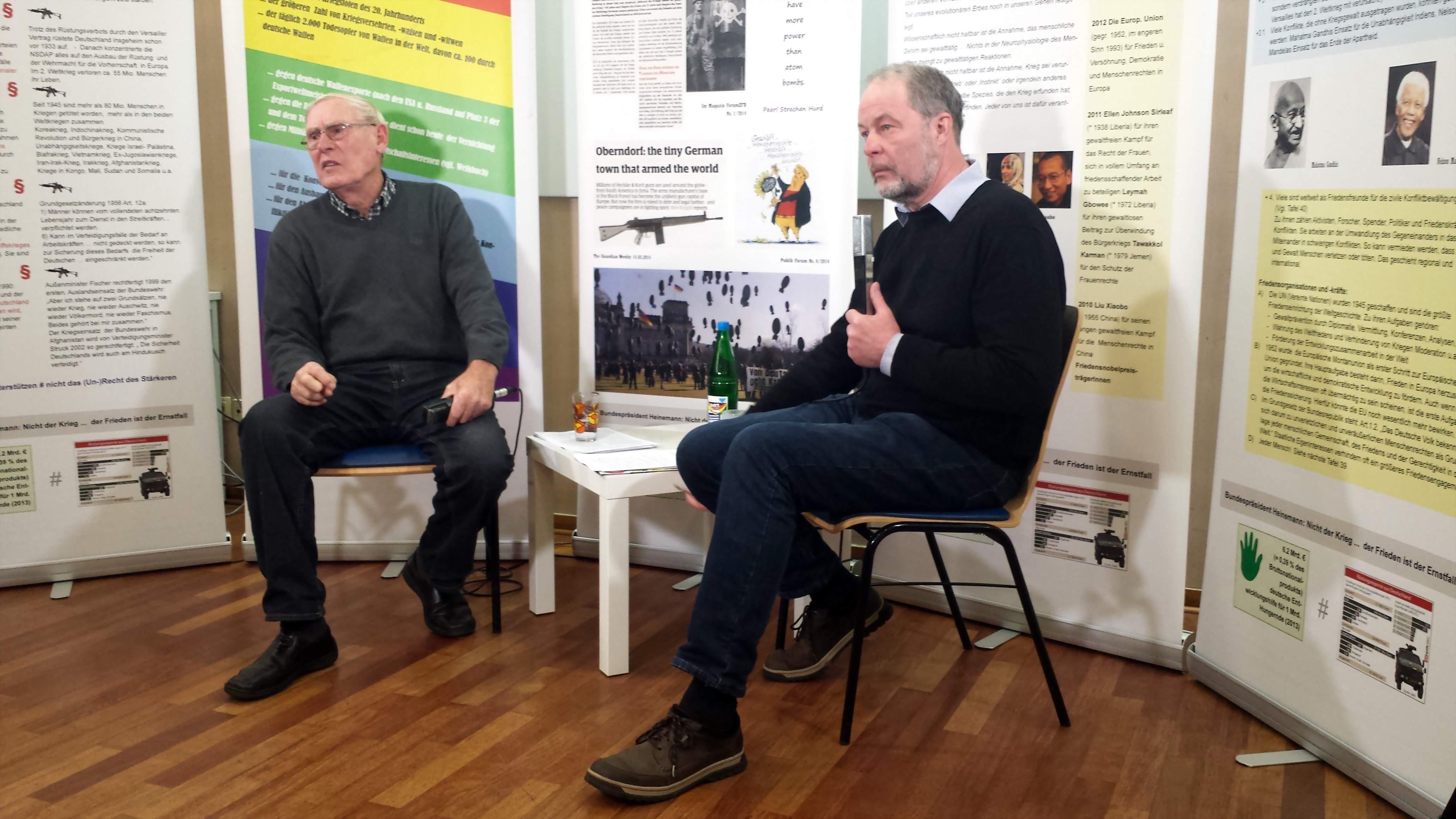 Willi Hoffmeister (links) und Moderator Mark Brill (rechts) Foto: Stille