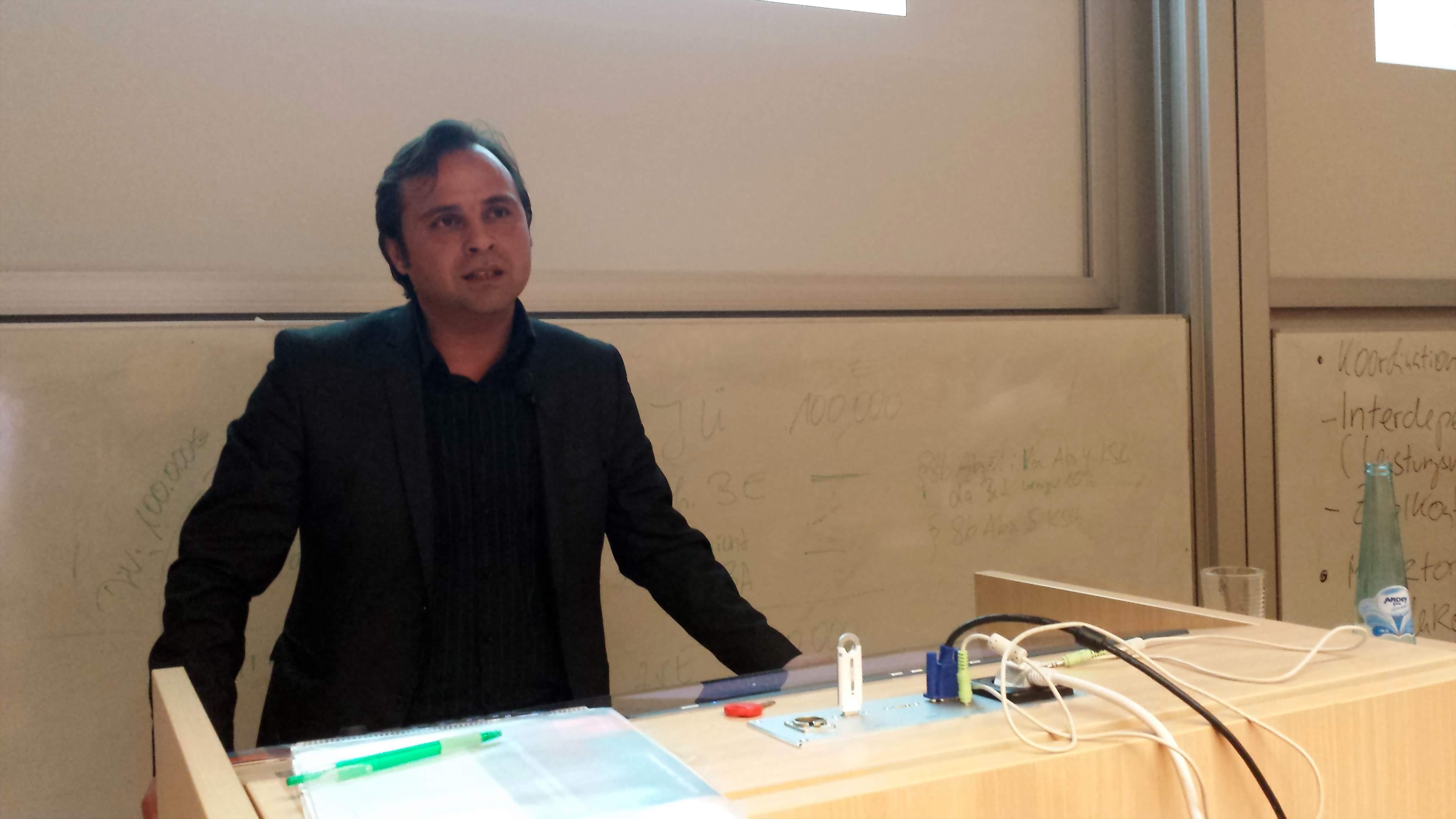 Levent Arslan referierte über seine Erfahrungen aus der praktischen Flüchtlingsarbeit. Fotos: C.-D. Stille